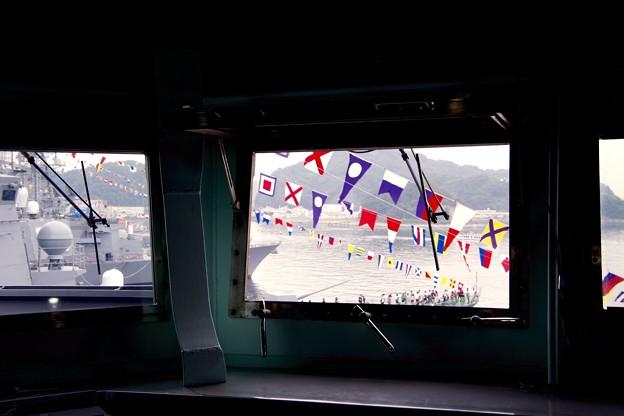 護衛艦あたごのブリッジから見える満艦飾。。横須賀基地一般公開10月10日