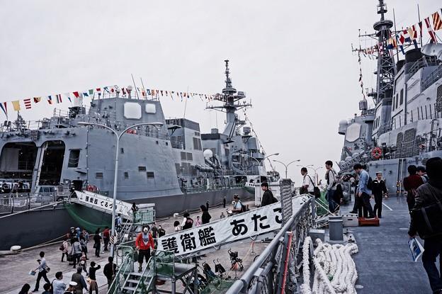 護衛艦あたごとむらさめときりしまと渡り吉倉桟橋。。10月10日