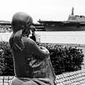 Photos: 山下公園赤い靴の女の子像と護衛艦いずも。。10月11日