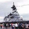 観艦式前の一般公開で賑わう大桟橋。。護衛艦いずも 10月11日