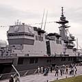 大桟橋の屋上からまるで要塞。。護衛艦いずも観艦式前の一般公開。。10月11日