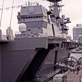 大きな船体。。大桟橋でも多くき見える。。観艦式前の一般公開10月11日