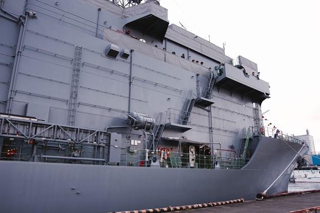 護衛艦と違う船体の潜水艦救難艦ちはや。。観艦式前の一般公開10月11日