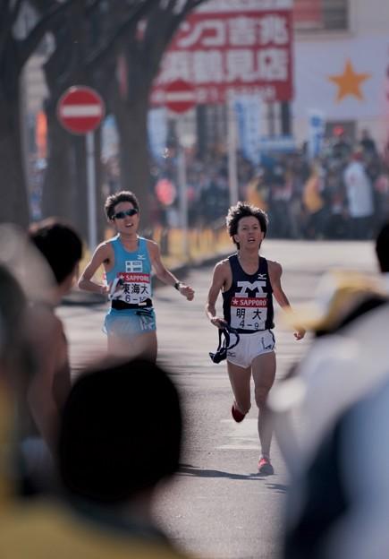 Photos: デッドヒート。。明大と東海大  箱根駅伝鶴見中継所1月3日