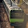 横浜駅から出発。。横須賀線を走って山手線新型車両235系。。20151129
