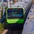 真新しい緑の車両。。横須賀線走行の山手線新型車両E235系。。20151129