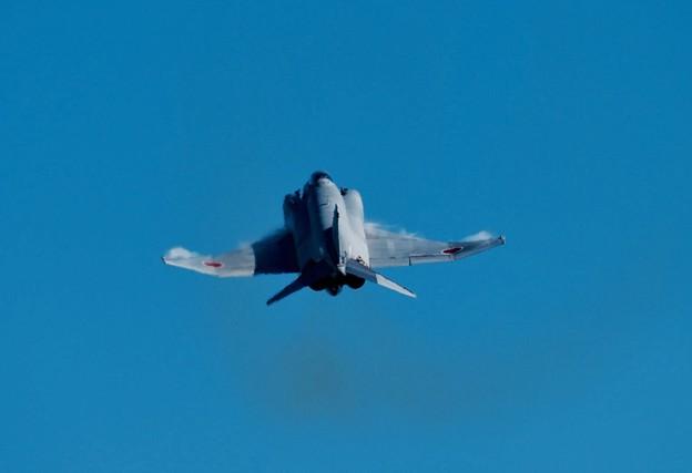 写真: 新田原基地航空祭予行。。第301飛行隊F-4ファントム AGGデモストレーション3