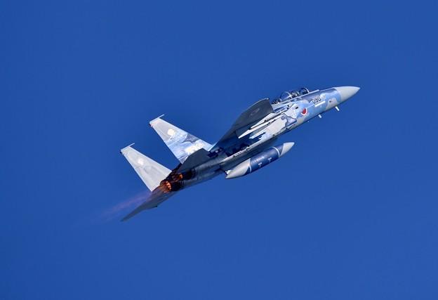 写真: 新田原基地航空祭予行。。新田原の青空へアフターバーナーで上昇。。アグレッサー
