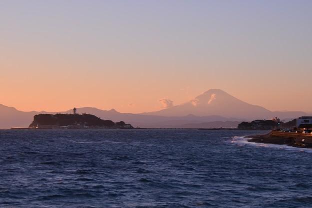 Photos: 夕日浴びて富士山も。。薄く姿を見せて。。20151226