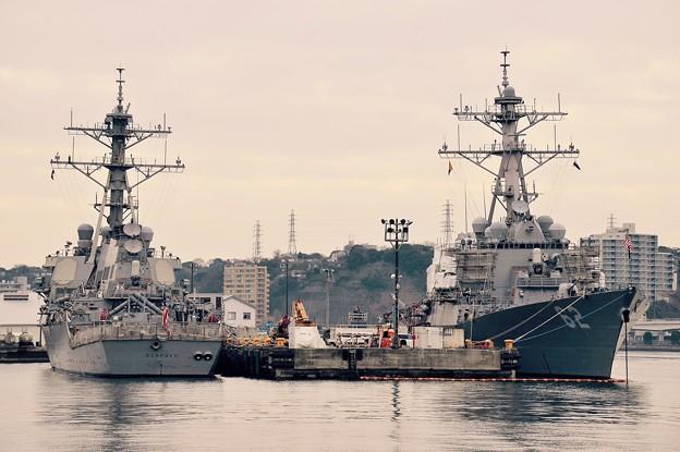 軍港めぐり遊覧船に乗って見る米海軍横須賀基地。。ミサイル駆逐艦ベンフィールドとフィッツジェラルド 20160131