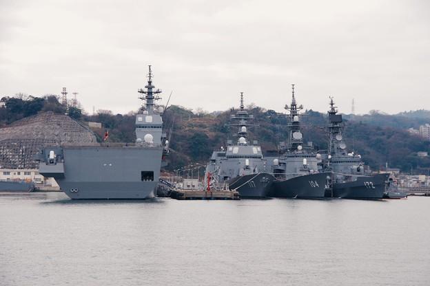 軍港めぐり遊覧船に乗って見る海上自衛隊横須賀基地吉倉桟橋。。20160131