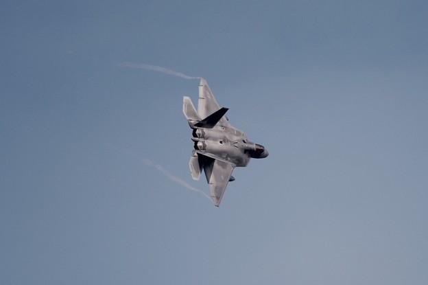 お背中見せて旋回。。嘉手納基地 F-22ラプター 20160212
