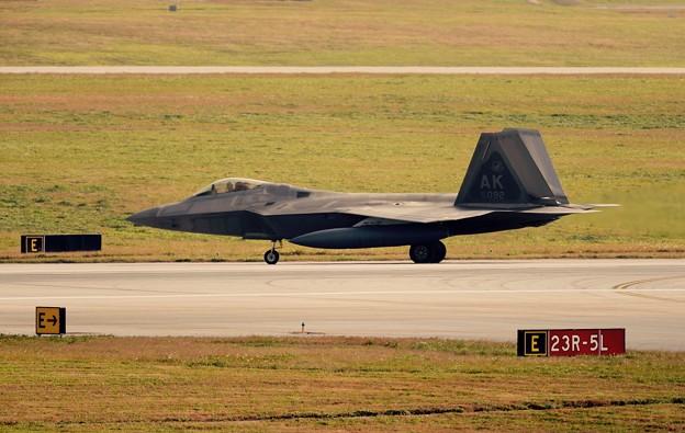 嘉手納基地へ着陸したF-22ラプター。。20160212
