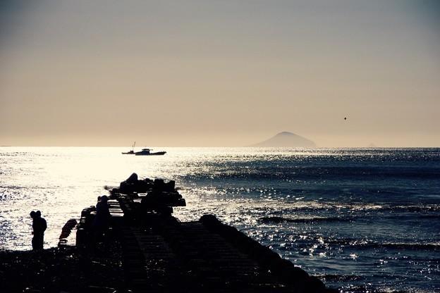 伊豆河津町の海から見える利島村。。20160221