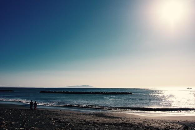 伊豆河津町から見える伊豆大島。。と太陽 20160221