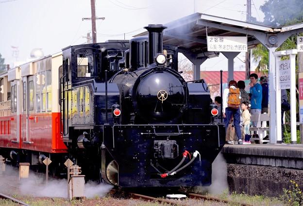 かわいいトロッコ列車。。上総牛久駅 リアルに蒸気も。。笑(^^) 20160409