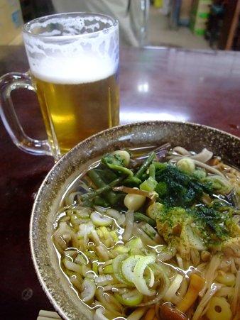 曙亭の山菜そばと生ビール