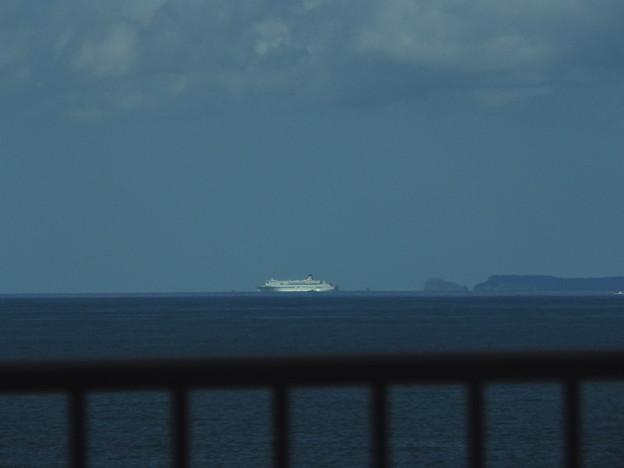 新日本海フェリーと飛島