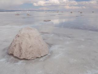 写真: ウユニ塩湖3 塩の採取方法