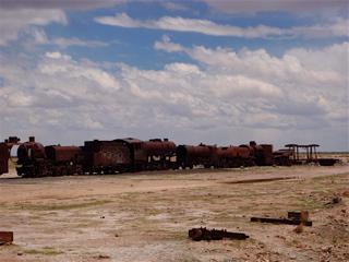 写真: 列車の墓場