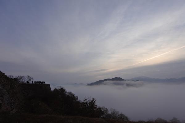 綺麗な雲海と空の雲のコンビネーション
