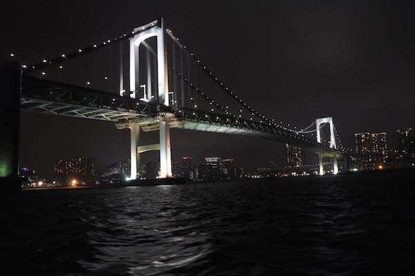 東京日和でいつも上を渡るレインボーブリッジを今回は下をくぐる
