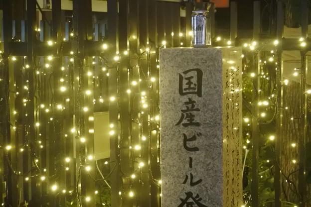 碑の上に缶ビールが置いてあるのはわざとでしょうか?