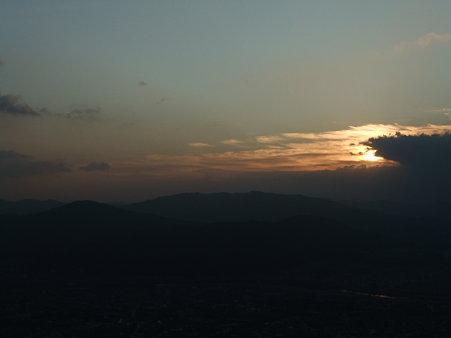 曇りの日の出