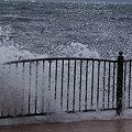 写真: 波がザブーンって