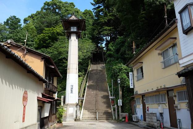 大洲神社の続く石段