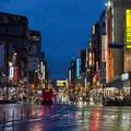 写真: [35]「雨の日の浅草・雷門通り」150626