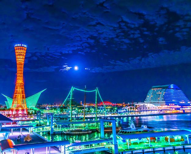 ブルームーンの神戸港
