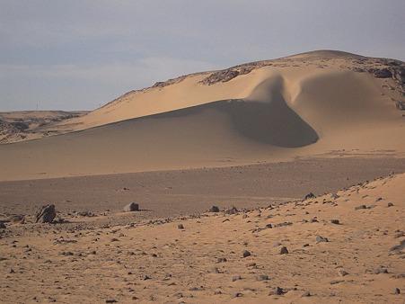 アスワーン西岸の砂漠